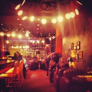 En amoureux, entre amis et ou en famille, l'atmosphère ecclectique du JoBlo est rafraîchissante et change du commun des restaurants.