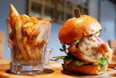 Excellent burger au poulet frit, cuisson sous-vide