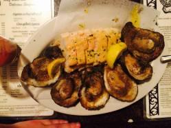 Chardcoal' Oysters chez Felix. Incroyablement bonnes.